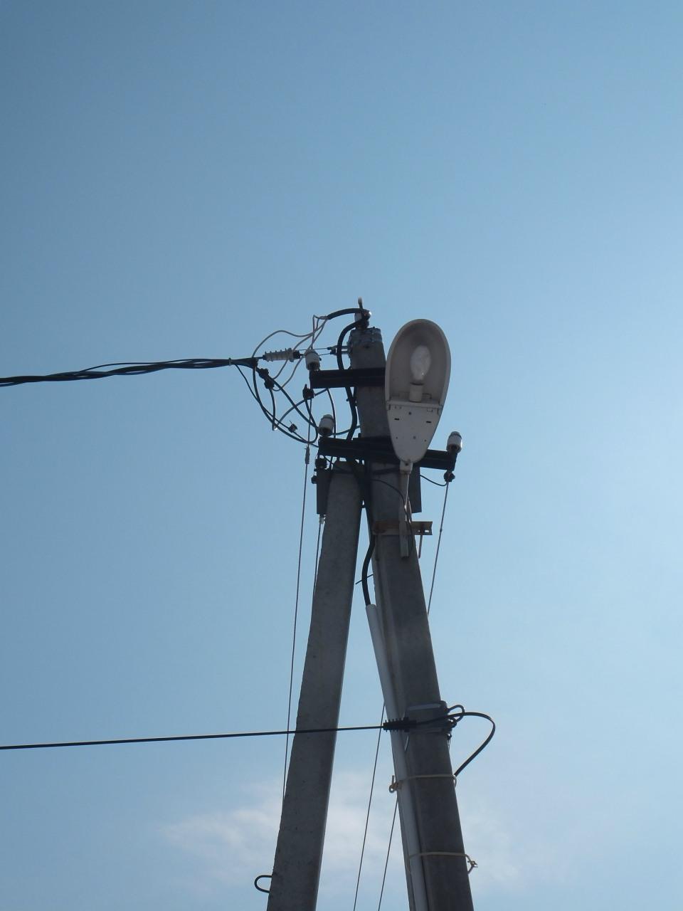 Воздушная линия ЛЭП 0,4 кВ СИП 4x70. Присоединение к голой линии.