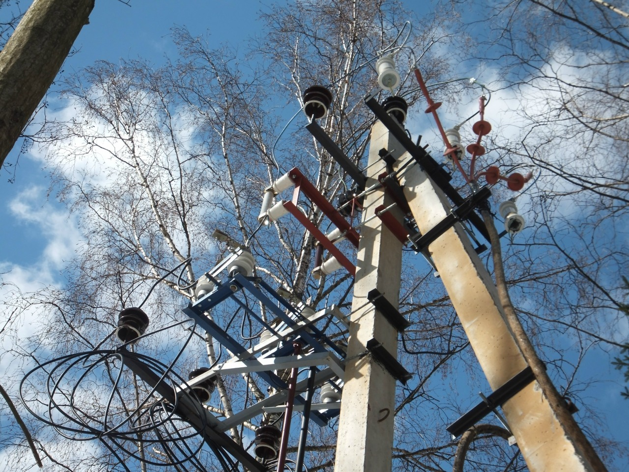 Высоковольтный разъединитель РЛНД, вставки, разрядники, начало КЛ 6 кВ. 1