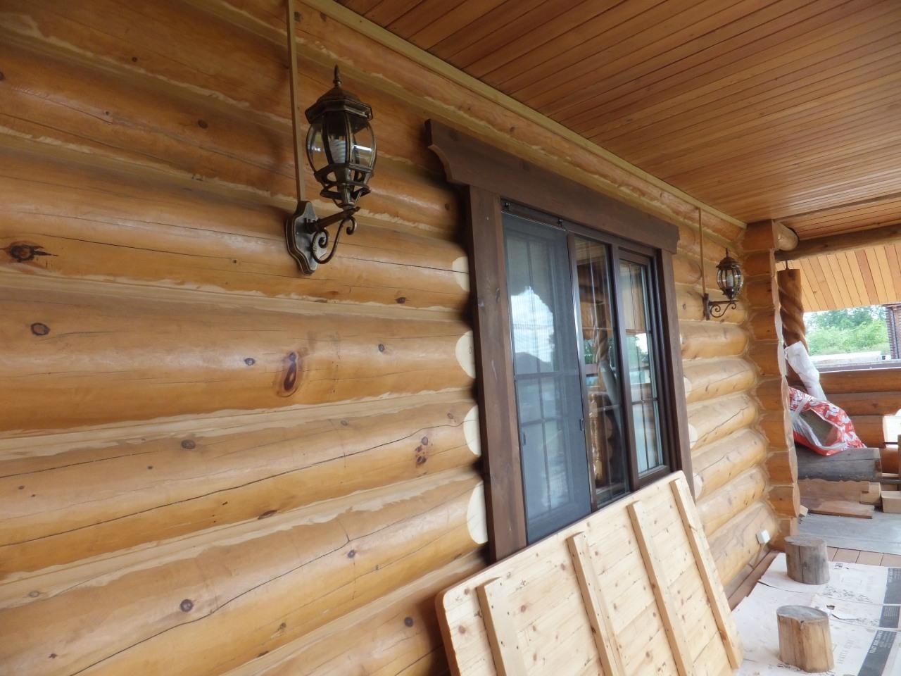 Бревенчатый дом. Монтаж в кабель-канале. Терасса - балкон.