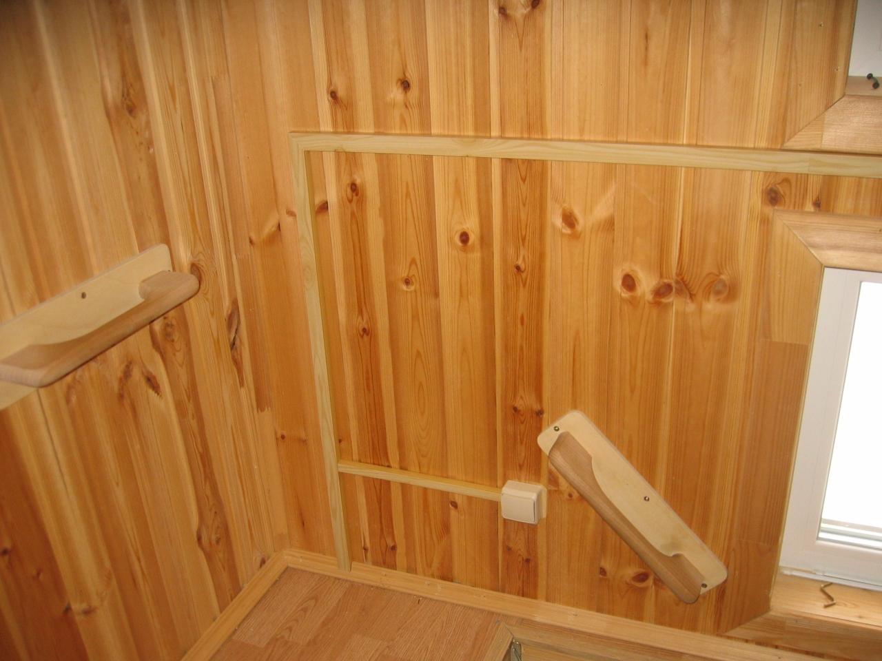 Деревянный дом. Монтаж в кабель-канале. Мансардный этаж. Вход.