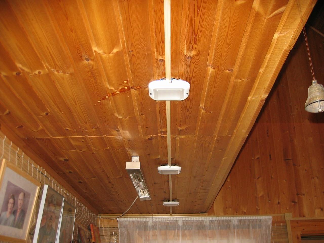 Деревянный дом. Монтаж в кабель-канале. Светодиодные светильники.