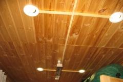 Деревянный дом. Монтаж в кабель-канале. Встраиваемые светильники с энергосберегающими лампами.